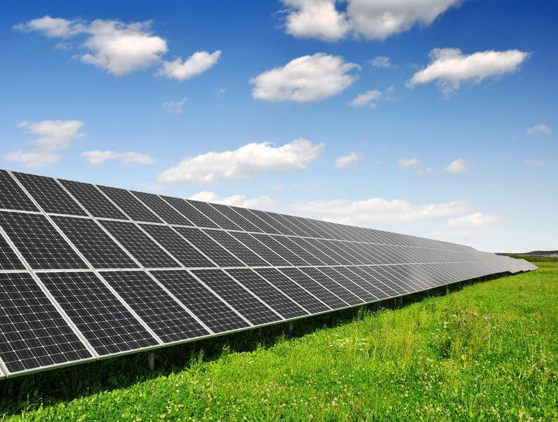 פאנלים סולאריים נשבר שיא בבאוניברסיטה באוסטרליה 40 אחוזי יעילות