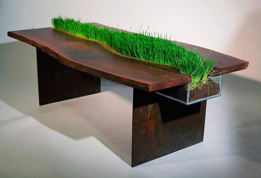 שולחן עם דשא מובנה